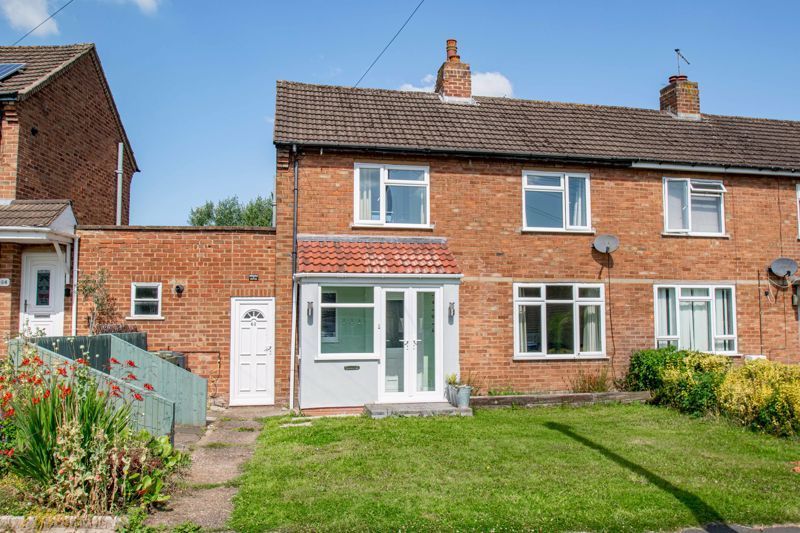 2 bed house for sale in Grafton Crescent 1
