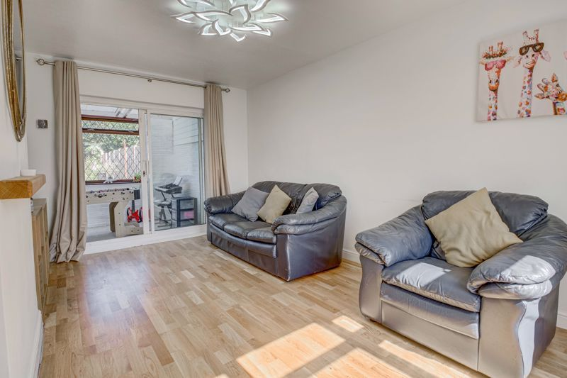 2 bed house for sale in Grafton Crescent 2