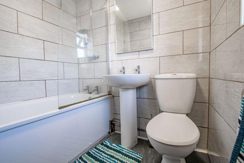 2 bed house for sale in Grafton Crescent 11