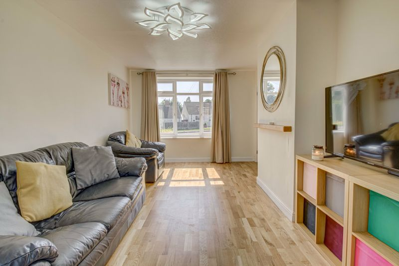 2 bed house for sale in Grafton Crescent 3