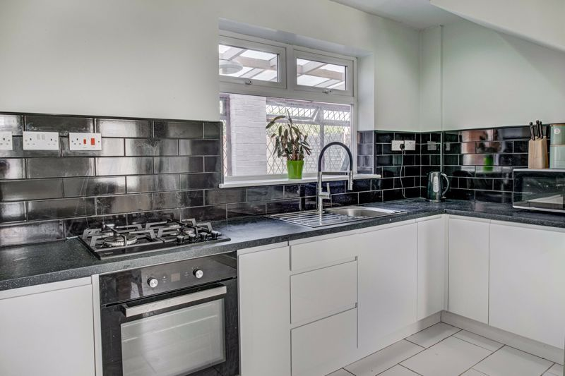 2 bed house for sale in Grafton Crescent 6