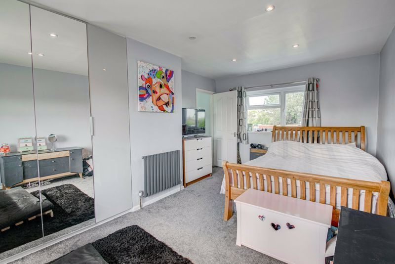 2 bed house for sale in Grafton Crescent 8