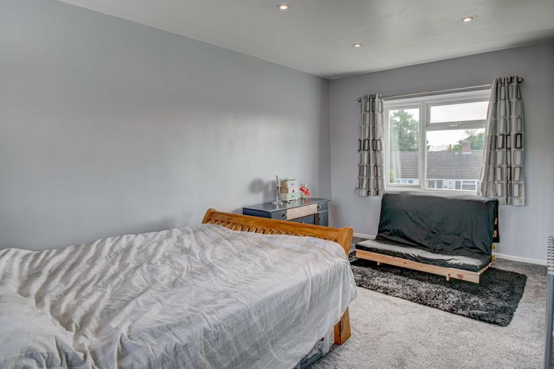 2 bed house for sale in Grafton Crescent 9