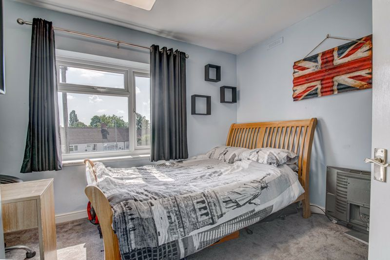 2 bed house for sale in Grafton Crescent 10