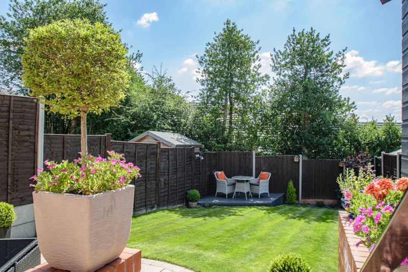 2 bed house for sale in Swallows Close 11
