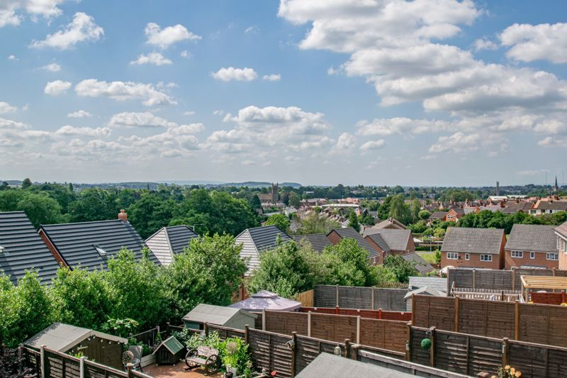 2 bed house for sale in Swallows Close 13