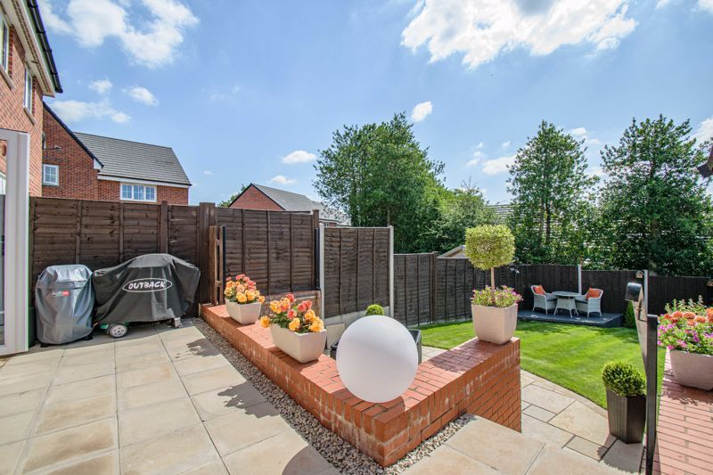 2 bed house for sale in Swallows Close 14