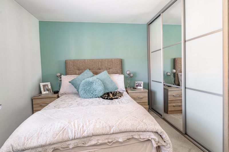 2 bed house for sale in Swallows Close 16