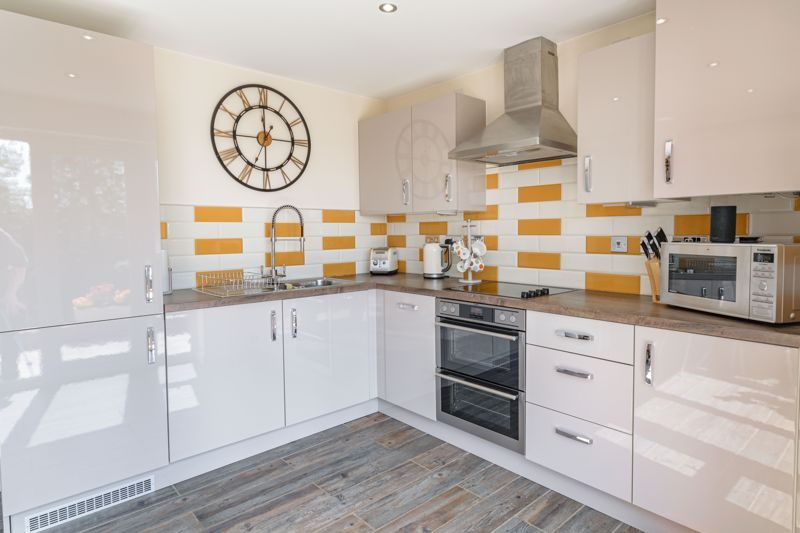 2 bed house for sale in Swallows Close 18