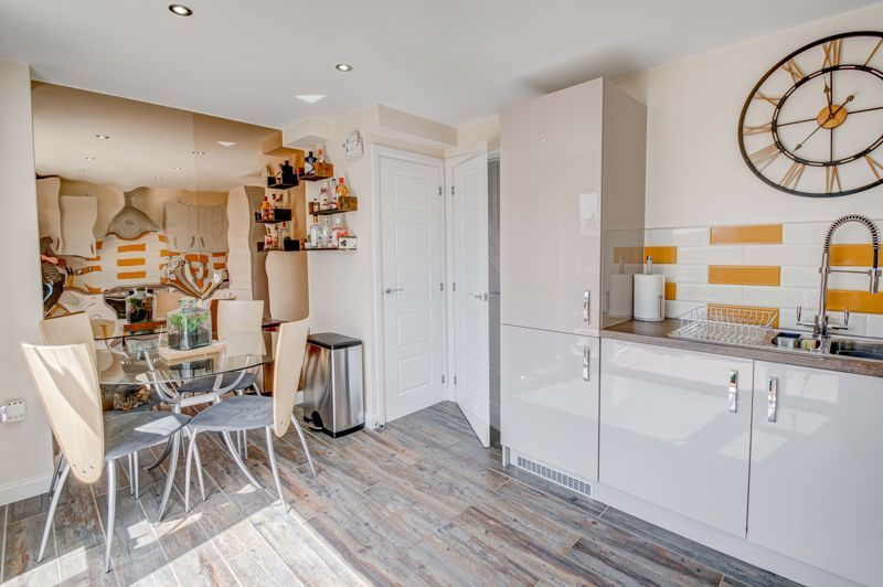 2 bed house for sale in Swallows Close 5