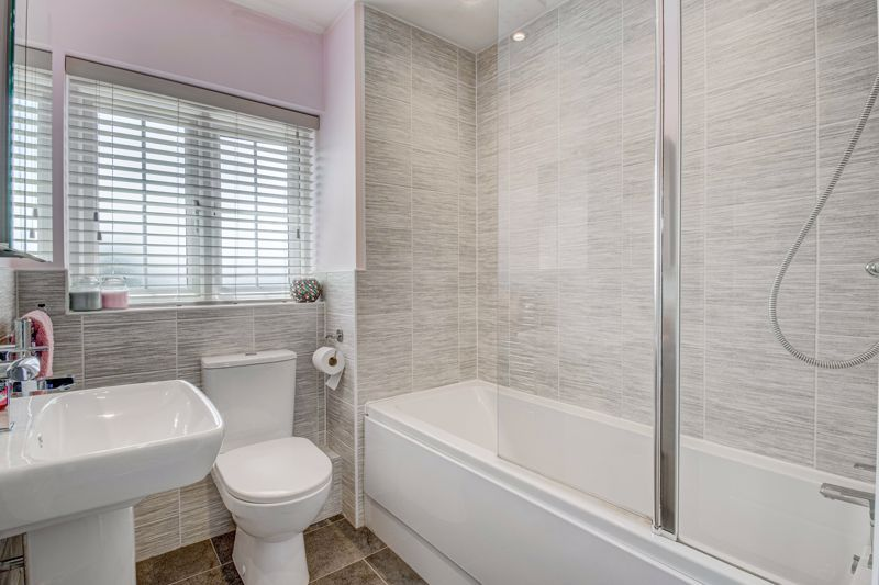 2 bed house for sale in Swallows Close 8