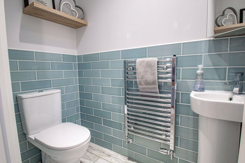 2 bed house for sale in Swallows Close 9