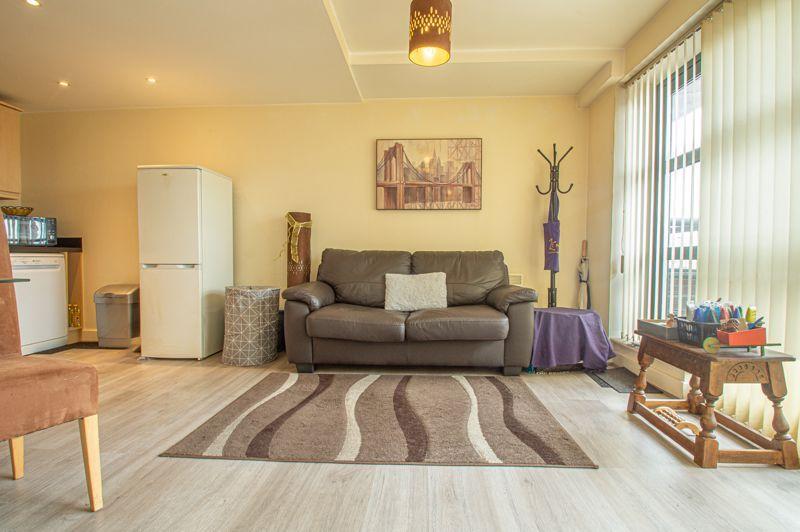 1 bed flat for sale in Warwick Street 3