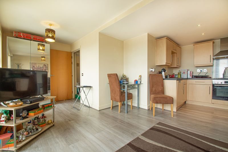 1 bed flat for sale in Warwick Street  - Property Image 5