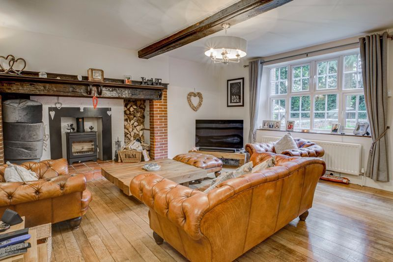 4 bed house for sale in Woodrow Lane 2