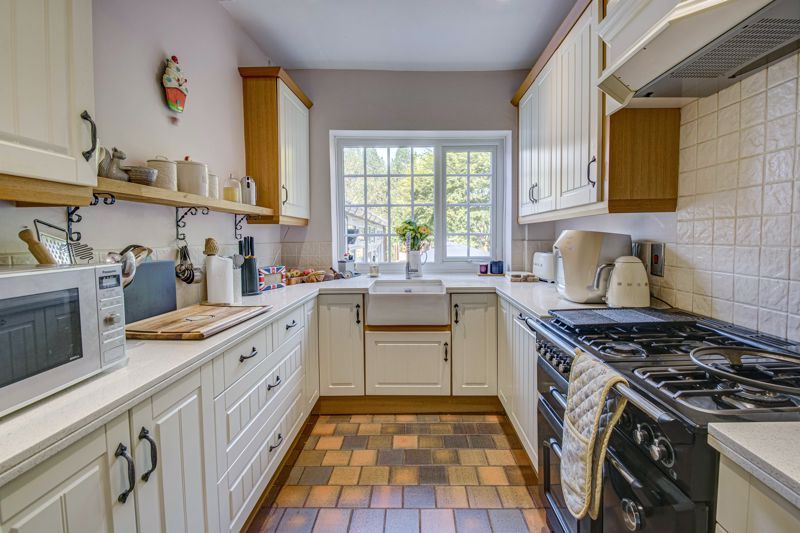 4 bed house for sale in Woodrow Lane 4