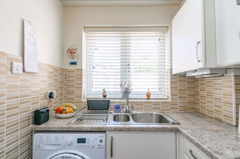 2 bed house for sale in Hoosen Close 10