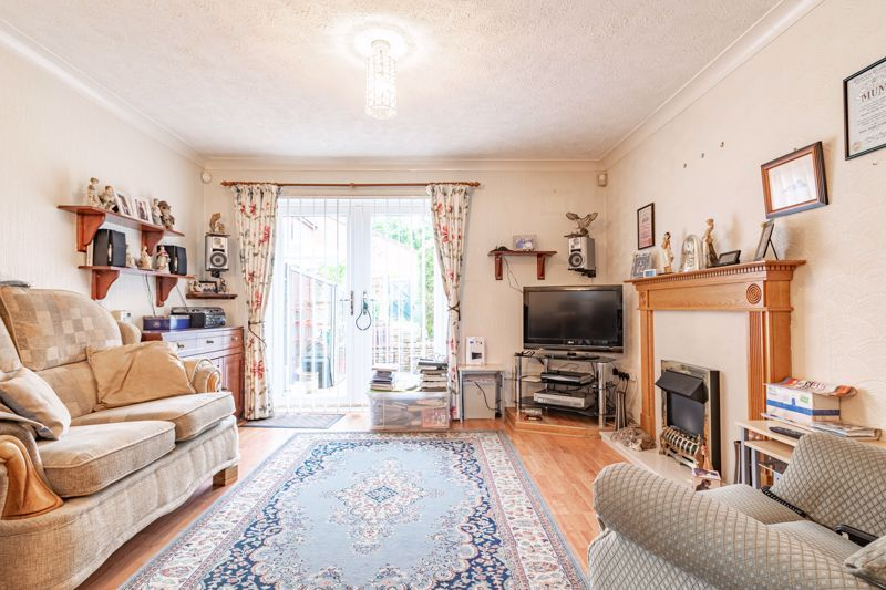 2 bed house for sale in Chantry Drive 4