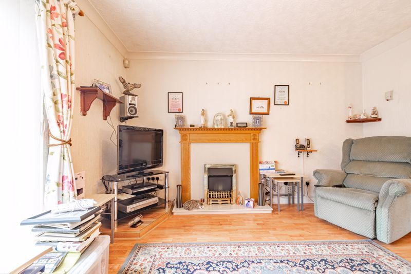 2 bed house for sale in Chantry Drive 5