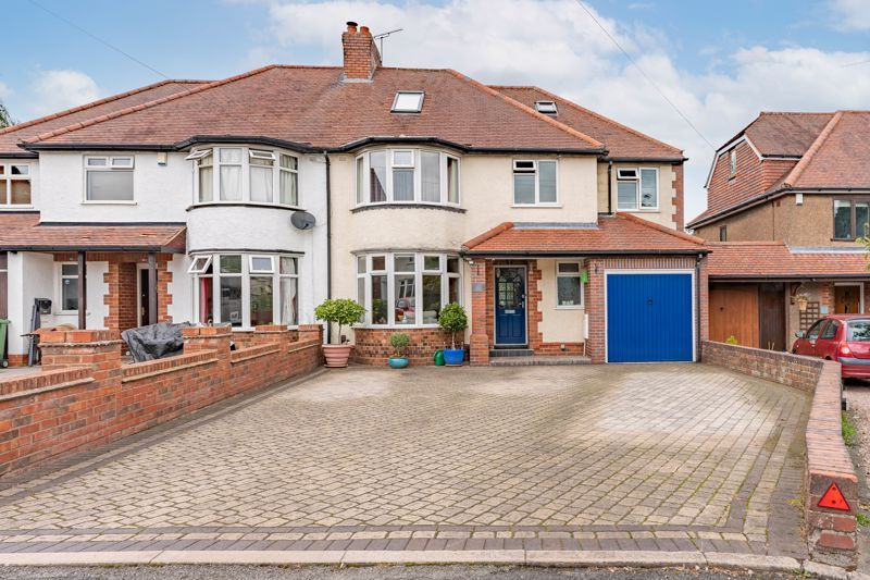 5 bed house for sale in Hanbury Hill 1