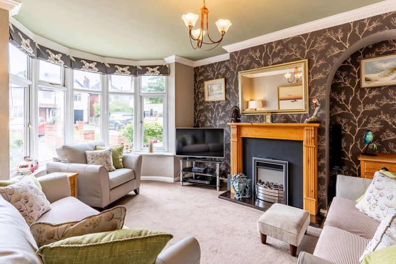 5 bed house for sale in Hanbury Hill  - Property Image 2