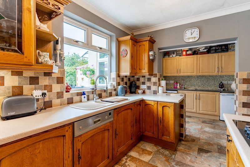 5 bed house for sale in Hanbury Hill 17