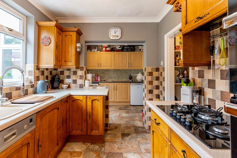 5 bed house for sale in Hanbury Hill 3