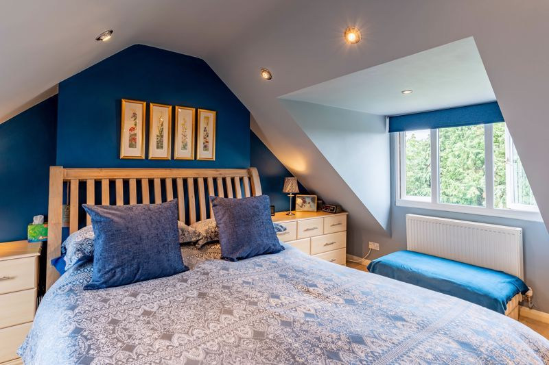 5 bed house for sale in Hanbury Hill 5