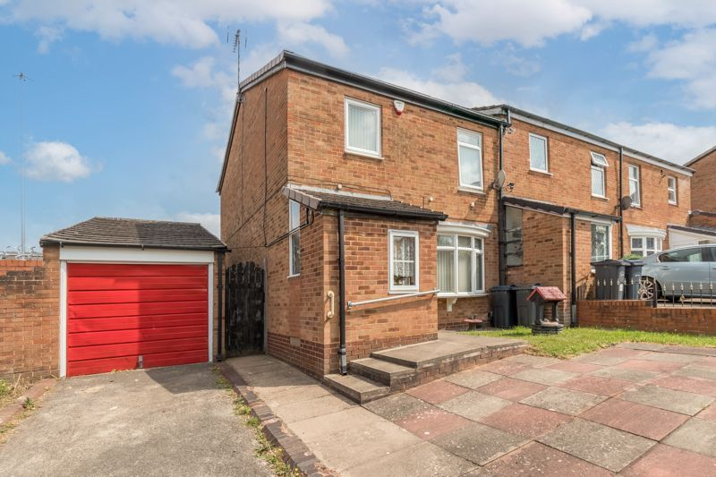 3 bed house for sale in Reedmace Close 1