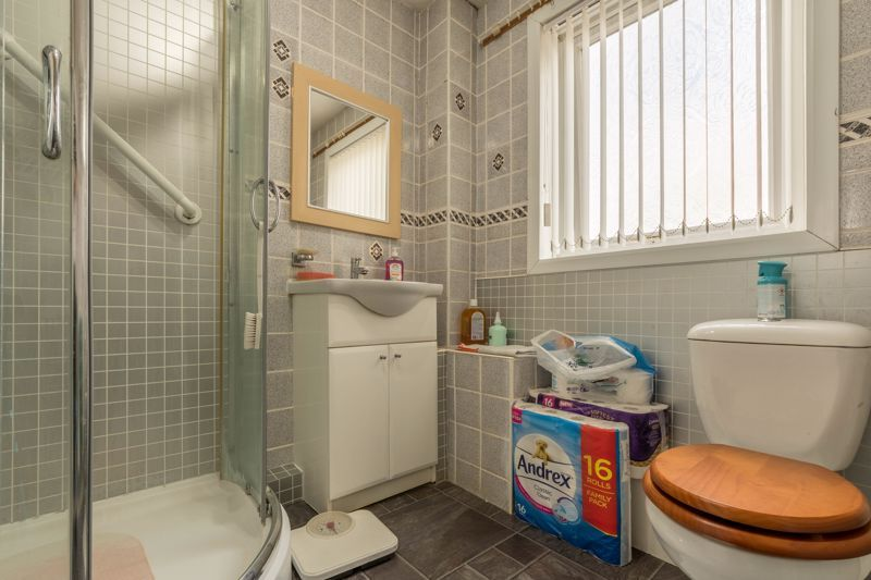 3 bed house for sale in Reedmace Close 11