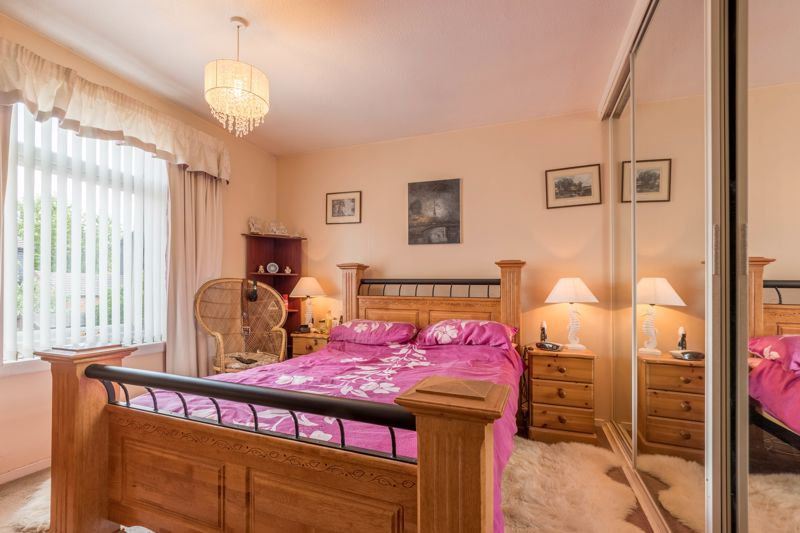 3 bed house for sale in Reedmace Close 8