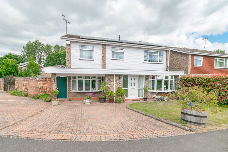 5 bed house for sale in Charlecote Close - Property Image 1