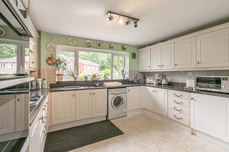 5 bed house for sale in Charlecote Close  - Property Image 2