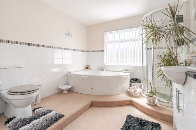 5 bed house for sale in Charlecote Close  - Property Image 14