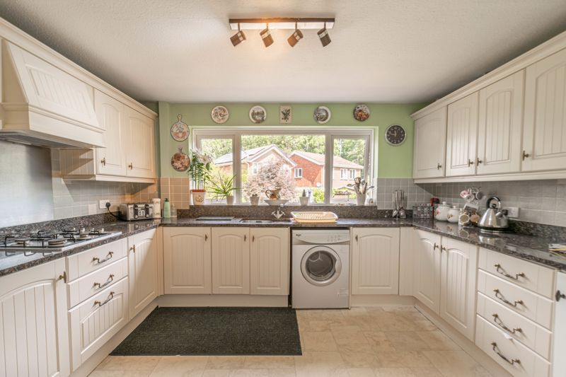 5 bed house for sale in Charlecote Close  - Property Image 3