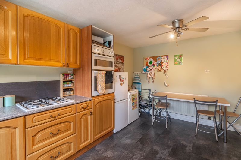 3 bed house for sale in Highland Way  - Property Image 3