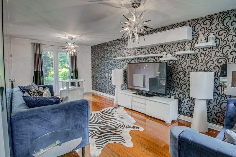 5 bed house for sale in Henzel Croft  - Property Image 2
