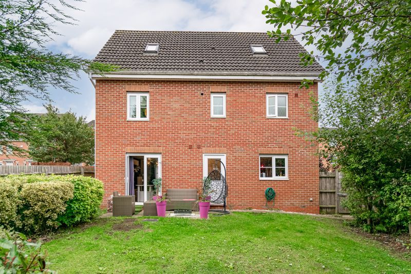 5 bed house for sale in Henzel Croft 14