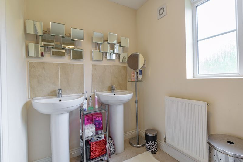 5 bed house for sale in Henzel Croft 17