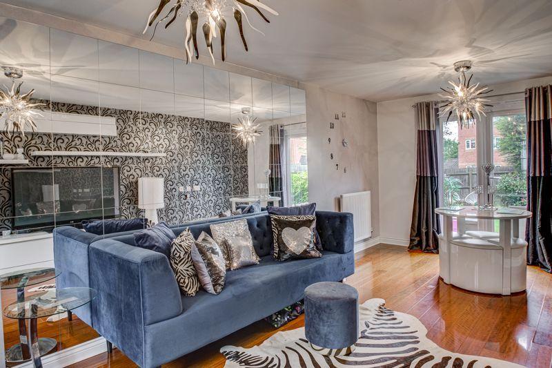 5 bed house for sale in Henzel Croft  - Property Image 3