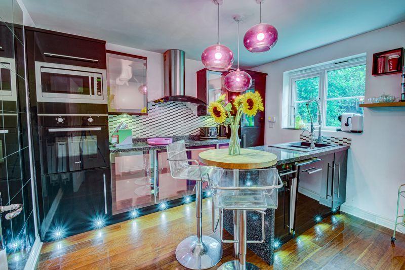 5 bed house for sale in Henzel Croft  - Property Image 4