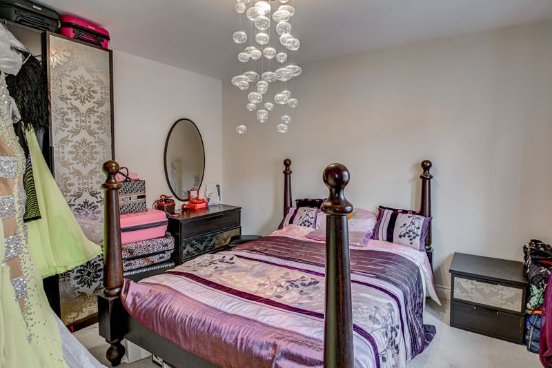 5 bed house for sale in Henzel Croft 8