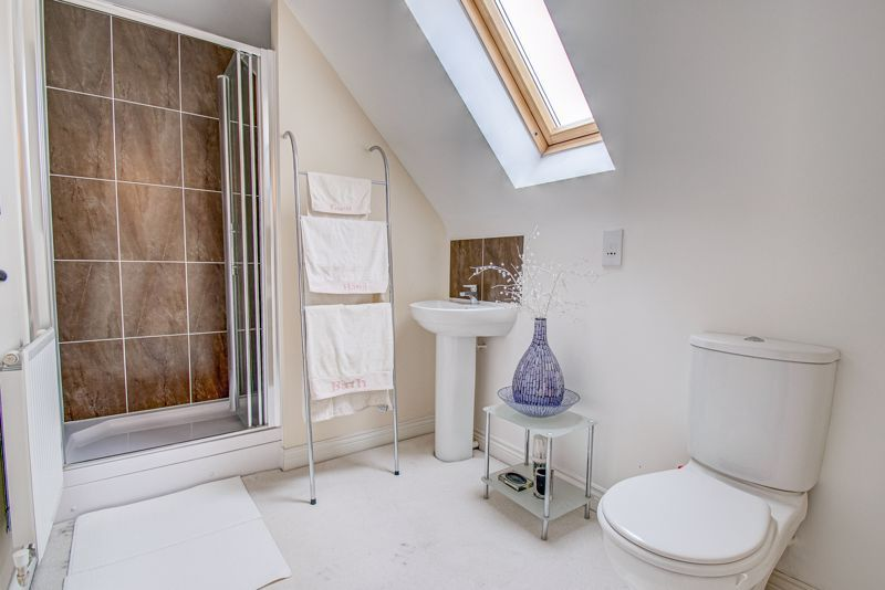 5 bed house for sale in Henzel Croft 10