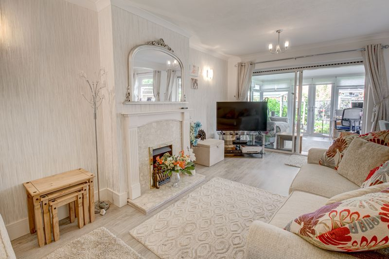 3 bed house for sale in Woodrow Lane 2