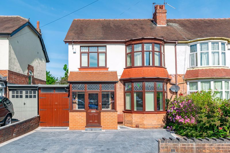 3 bed house for sale in Willow Avenue - Property Image 1