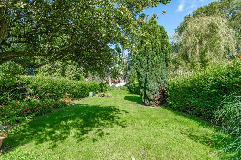 3 bed house for sale in Willow Avenue 19