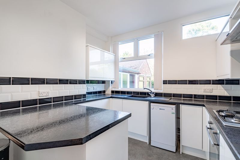3 bed house for sale in Willow Avenue 8