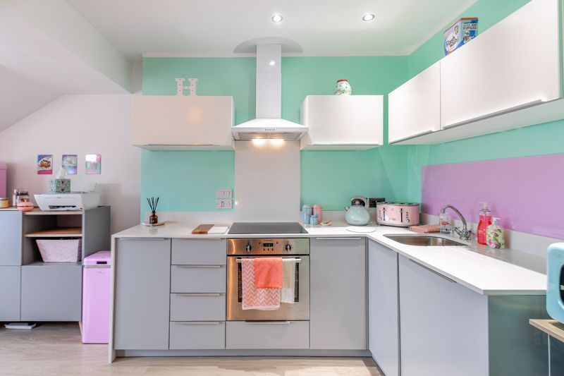 1 bed flat for sale in Hewell Road 2