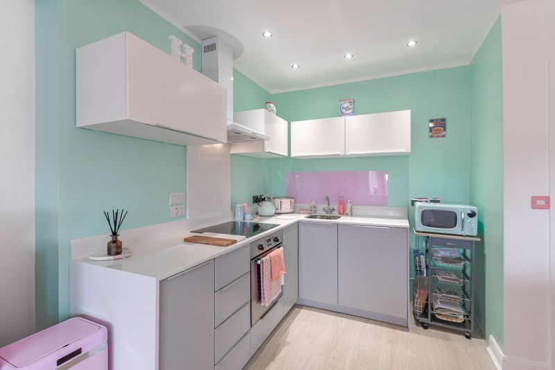 1 bed flat for sale in Hewell Road 3