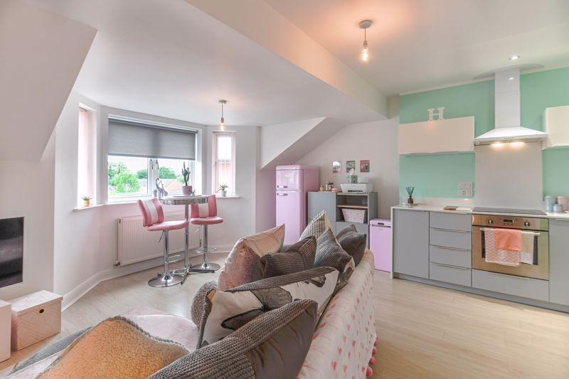 1 bed flat for sale in Hewell Road 4